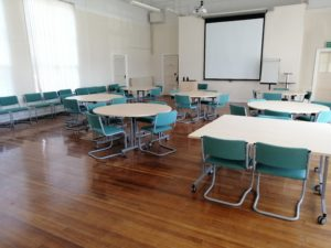 Lanchester suit seats up to 100 delegates